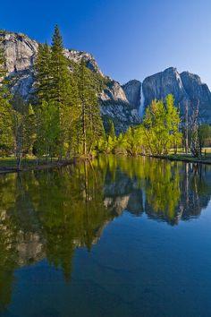 ✯ Yosemite Falls Reflections