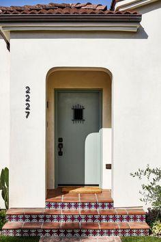Byrdesign-THE TROPICAL SPANISH Spanish Bungalow, Spanish House, Mediterranean Style Homes, Spanish Style Homes, Mediterranean Architecture, Spanish Style Decor, Venice Beach House, Extreme Makeover Home Edition, Spanish Modern