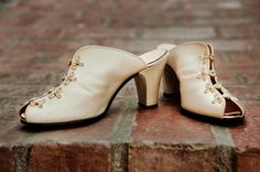 Google Image Result for http://3.bp.blogspot.com/-01Dc5N4esBY/Te3LZsfNOoI/AAAAAAAABIE/Uvx7XFTZfr0/s1600/wedding-shoes.jpg