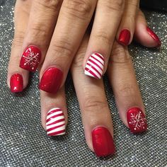 """""""Perfect Holiday Nails ❄️☃ by Lin❄️Nail Garden Porter Ranch – Northridge hurry call us today book your appointment We are located on the…"""" Nail Design, Nail Art, Nail Salon, Irvine, Newport Beach Christmas Gel Nails, Holiday Nail Art, Christmas Nail Art Designs, Diy Christmas, Simple Christmas, Christmas Toes, Snowflake Designs, Christmas Outfits, Christmas Costumes"""