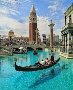 The Venetian Las Vegas. The Venetian is a five-diamond luxury hotel and casino resort one of the most famous of Las Vegas. Suites are insanely beautiful and there are TEN different pools to choose from! Places To Travel, Travel Destinations, Places To Visit, Travel Trip, Venice Travel, Italy Travel, Landscaping Las Vegas, Usa Cities, Photos Voyages