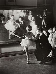 Alfred Eisenstaedt - First lesson at the Truempy Ballet School, Berlin, 1930//