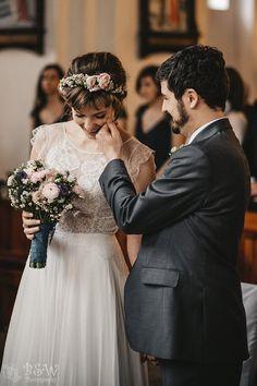 """""""Taka Para, jak Patrycja i Francois to marzenie każdego fotografa ślubnego. Idealna – pod każdym względem, więc nasz sezon ślubny zaczęliśmy cudownie, bo mieliśmy ogromny zaszczyt uczestniczyć w tym przepięknym dniu – pełnym wzruszeń i emocji i to nie tylko najbliższych… Zapamiętam ten dzień na długo, bo był naprawdę wyjątkowy, tak jak wyjątkowi są Oni – Patrycja i Francois.  Goście, Rodzina, Znajomi – każdy, kto był obecny na Ich ślubie to czuł, że jest chemia, że jest połączenie dusz, ..."""