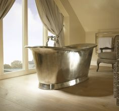The snazzy free-standing bath!