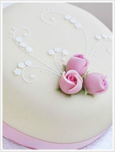 Many individuals don't think about going into company when they begin cake decorating. Many folks begin a house cake decorating com Fondant Flowers, Sugar Flowers, Beautiful Cakes, Amazing Cakes, Fondant Cakes, Cupcake Cakes, Mothers Day Cake, Easy Cake Decorating, Just Cakes