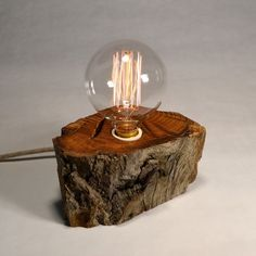 Lámpara de sobremesa madera reciclada tronco roble 473