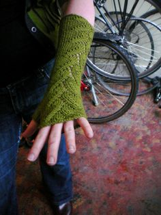 Free Knitting Pattern - Fingerless Gloves & Mitts: Foliage Lace Mitts