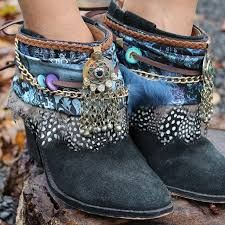 Imagem relacionada Gypsy Boots, Boho Boots, Cowgirl Boots, Cowboy Boot, Boots Beauty, Boot Bracelet, Boot Jewelry, Boot Bling, Moda Boho
