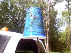 Blood sucking horse flies are starting to show up again, this is how you protect your livestock and yourself from these bitting flies Homemade Fly Traps, Homemade Fly Spray, Horsefly Repellent, Horsefly Trap, Fly Remedies, Natural Remedies, Fly Spray For Horses, Get Rid Of Flies, Fly Repellant