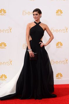 Lizzy Caplan in Donna Karan Atelier with Neil Lane jewels, Brian Atwood shoes and a Judith Leiber clutch.