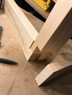 "Is there a better way to make this kind of 3 way lap joint? Is there a better way to make this kind of way lap"" joint? – … Is there a better way to make this kind of way lap"" joint? – The post Is there a better way to make this kind of way lap"" joint? Woodworking Joints, Woodworking Techniques, Woodworking Projects Diy, Woodworking Bench, Diy Wood Projects, Woodworking Shop, Wood Crafts, Woodworking Supplies, Woodworking Jigsaw"