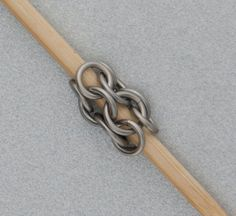 Free Pattern: Leather and Chain Maille Bracelet by Kylie Jones Diy Jewelry Tools, Diy Jewelry Tutorials, Metal Jewelry, Jewelry Making, Chainmail Patterns, Wire Jewelry Patterns, Medieval Jewelry, Viking Jewelry, Jump Ring Jewelry