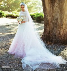 Anne Hathaway got married to Adam Shulman in Big Sur, California. Here are some of their beautiful wedding pictures. Wedding Pictures of Anne Hathaway and Adam Shulman's Wedding. Celebrity Wedding Dresses, Celebrity Weddings, Celebrity Style, Valentino Wedding Gowns, Valentino Dress, Valentino Couture, Anne Hathaway Wedding, Anne Hathaway Kids, Wedding Looks
