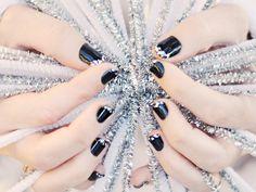 Diamond tipped black manicure: OPI my personal serpent + OPI make u smile