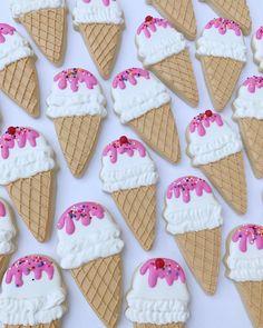 Best Sugar Cookies, Fancy Cookies, Iced Cookies, Royal Icing Cookies, Cute Cookies, Ice Cream Cupcakes, Ice Cream Cookies, Ice Cream Candy, Ice Cream Theme