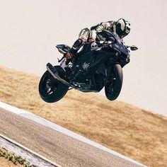 We Ride Motorsports Your Motorcycle Haven : Photo Cool Bike Helmets, Wheel In The Sky, Suzuki Motorcycle, Speed Bike, Sportbikes, Street Bikes, Bike Life, Motogp, Cool Bikes
