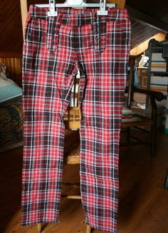 A vendre sur #vinted ! http://www.vinted.fr/femme/pantalons-imprimes/2894427-slim-tartan-rouge-et-noir-ts