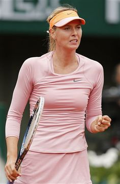 Russia's Maria Sharapova clenches her fist as she plays Bulgaria's Tsvetana Pironkova during the second round match of the French Open tennis tournament at the Roland Garros stadium, in Paris, France, Wednesday, May 28, 2014. (AP Photo/David Vincent) ▼28May2014AP|Sharapova reaches 3rd round at Roland Garros http://bigstory.ap.org/article/sharapova-reaches-3rd-round-roland-garros #Maria_Sharapova #French_Open #Internationaux_de_France_de_tennis #Torneo_de_Roland_Garros