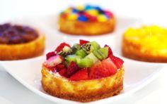 Cheesecake en presentacion personal, ideal para regalos. $6.900 Pedidos 444 67 60 Date un gusto...te lo mereces!! #ckco Cheesecakes, Cheesecake Company, French Toast, Breakfast, Desserts, Food, Presents, Morning Coffee, Meal