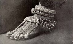 Silver anklets, toe rings and ornaments, India. India Jewelry, Tribal Jewelry, Silver Jewelry, Silver Accessories, Silver Rings, Vintage India, Silver Anklets, Bare Foot Sandals, Toe Rings