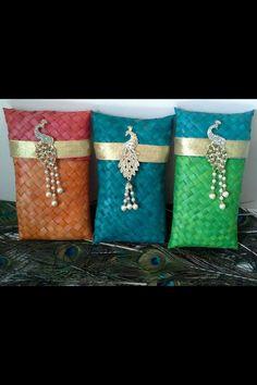 Indian Wedding Favors, Diy Wedding Gifts, Wedding Gift Bags, Wedding Unique, Paper Gift Bags, Paper Gifts, Diy Paper, Diy Bag Gift, Fancy Envelopes