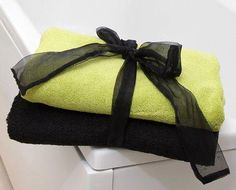 How to Display Bath Towels [slideshow] Bathroom Towels, Bath Towels, Towel Display, Towel Animals, How To Roll Towels, Rustic Ladder, Decorative Soaps, Towel Crafts, Towel Storage