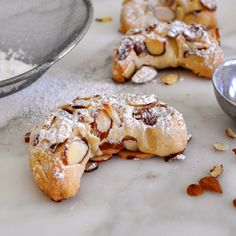 These crescent almond cookies are quick and super easy to make. Filled with sweet nutty flavor. Crumbly and crunchy on the outside. Cooking with Manuela: Crescent Almond Cookies Italian Cookie Recipes, Italian Cookies, Italian Desserts, Italian Foods, Almond Recipes, Baking Recipes, Easy Recipes, Cookie Desserts, Just Desserts