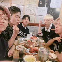 데뷔 주 마무으리!!! 먹고 힘내서 다음주도 퐈이아 #ACE #Jun #Donghun #Wow #Jason #Chan #선인장 #CACTUS