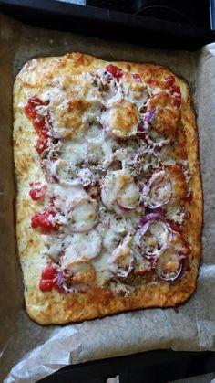 Low carb Pizza Rezept 250g Quark 3 Eier 1 Paket Streukäse Belag nach Geschmack Teig mischen und auf ein Backblech geben (Backpapier nicht vergessen ) für 20 min. bei 175 °C vorbacken, dann Tomatensauce und restlichen Belag verteilen zu Schluss noch Käse drüber und bei 175 °C weitere 30 min. backen Gewürze nach Gusto ☺