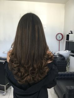 Ideas For Wedding Hairstyles Brunette Flowers Curls Haircuts For Long Hair With Layers, Haircuts For Medium Hair, Long Layered Hair, Long Hair Cuts, Hairstyles Haircuts, Pretty Hairstyles, Wedding Hairstyles, Bouncy Hair, Bridal Hair Buns