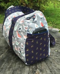 diy bag Free Overnight Duffel Bag Pattern-Updated post is finally here! This popular pattern is now updated with new instructions and images. Duffle Bag Patterns, Diy Bags Patterns, Purse Patterns, Sewing Patterns, Bag Pattern Free, Tote Pattern, Wallet Pattern, Diy Duffle Bag, Weekender Bags