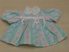 huebsches-kleines-Kleidchen-mit-Schleifchen-ca-21cm-lang