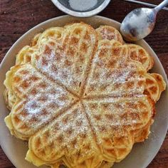 Norwegian Waffles: Super easy favorite recipe that has been loved for many years. With red fruit jelly, strawberry jam or simply with powdered sugar, then waffles always go! and cake Source by Norwegian Waffles, Best Pancake Recipe, Sweet Cooking, Sweet Bakery, Sweets Cake, Pancakes And Waffles, Waffle Recipes, Love Food, Sweet Recipes