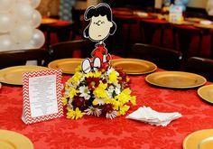 Snoopy: como decorar uma festa de 1 ano com o personagem Charlie Brown, Baby Snoopy, Table Decorations, Lucca, Home Decor, Colorful, Character, Craft, Centerpieces