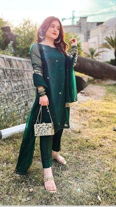 Party Wear Indian Dresses, Designer Party Wear Dresses, Indian Fashion Dresses, Indian Designer Outfits, Designer Wear, Pakistani Fashion Casual, Pakistani Wedding Outfits, Pakistani Dresses Casual, Pakistani Dress Design