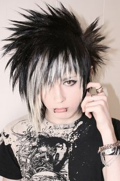 short, choppy emo/punk/goth/indie hairstyle