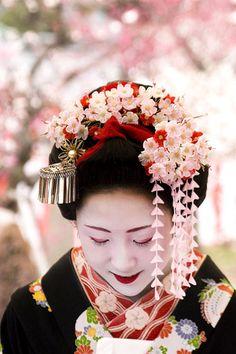 February kanzashi for first year maiko (worn by Katsuru)