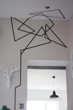 decoracao de parede com figura geometrica de washi tape