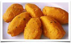 Dýni oloupeme, nakrájíme na menší kousky a spolu s cibulí i česnekem rozmixujeme. Přidáme vejce a postupně přisypáváme mouku. Mouku přidáváme... Sweet Potato, Potatoes, Baking, Vegetables, Fit, Mishka, Shape, Potato, Bakken
