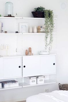 All white living room with white String shelf. homebylinn, via maisonsblanches. Interior Styling, Interior Decorating, Inspiration Wand, Design Scandinavian, String Shelf, Interiores Design, Interior Design Inspiration, Home And Living, Interior And Exterior