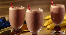 Check out this incredible chocolate banana smoothie recipe that tastes just like a chocolate banana milkshake. Chocolate Banana Milkshake, Strawberry Banana Smoothie, Chocolate Hazelnut, Nutritious Smoothies, Fruit Smoothie Recipes, Three Ingredient Recipes, Egg Recipes For Breakfast, Banana Breakfast, Breakfast Ideas