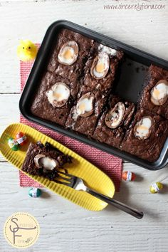 Creme Egg Brownies #Easter #dessert