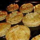 Oškvarkové pagáčiky • recept • bonvivani.sk Griddle Pan, Catering, Muffin, Food And Drink, Ale, Breakfast, Basket, Searching, Morning Coffee