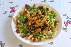 Una fresca insalata di pollo ideale da preparare quando il caldo si fa sentire nelle torride giornate estive e non si ha voglia di cucinare. Procedimento Preriscaldate il forno a 180 °C. Fate il petto di pollo a cubetti, quindi passatelo nel pangrattato aromatizzato con un cucchiaio di origano. Disponete il petto di pollo in […]