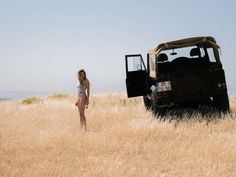 Stunning Photos Of Beautiful Girl And A Vintage Land Rover | Airows