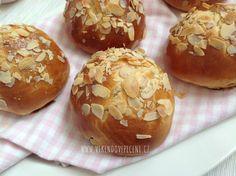 Kynuté bochánky s rozinkami Easter Recipes, Cheesecake, Muffin, Treats, Cupcakes, Breakfast, Sweet, Hana, Food