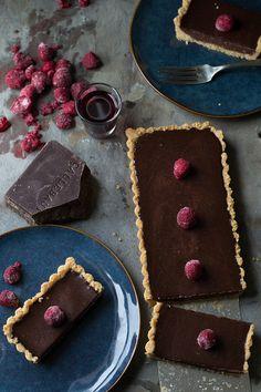Lazy DIY Dinner Party Tart (Dark Chocolate Raspberry Tart with Gluten-Free Macadamia Crust) | siftandwhisk.com