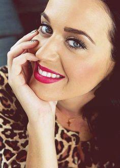 "( CELEBRITY MUSIC ♪♫♪♪ 2014 & 2015 ★ KATY PERRY "" Pop / rock "" ) ★ ♪♫♪♪ Katheryn Elizabeth Hudson - Thursday, October 25, 1984 - 5' 8'' - Santa Barbara, California, USA."