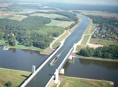川に架かる川の橋|Magdeburg Water Bridge