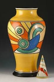 Art Deco baluster vase by Clarice Cliff Pottery Painting Designs, Pottery Art, Pottery Clay, Ceramic Painting, Ceramic Artists, Moda Art Deco, Art Nouveau, Clarice Cliff, Art Deco Stil